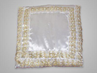 Подушка из шелка с кружевом